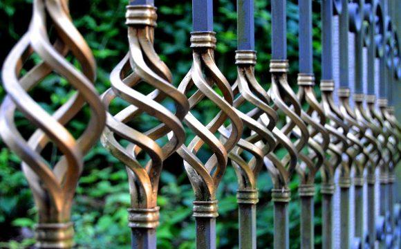 Malowanie metlowego ogrodzenia